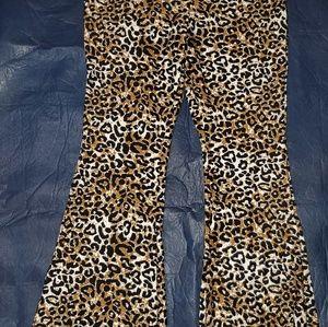 Pants & Jumpsuits - Buttery soft chettah print flare yoga pants